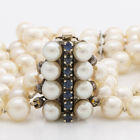 Pearl bracelet 3 rows cultured pearls approx 6 mm, clasp 18k whitegold cultured pearls and sapphires, length app. 19 cm.