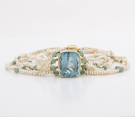 Necklace and bracelet, cultured fresh waterpearls, aventurine beads, 1 topaz approx 3 x 2 cm, gold spaces.