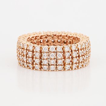Ring flexibel med briljantslipade diamanter.