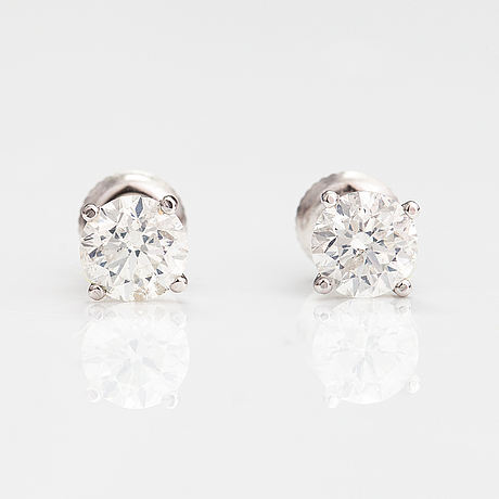 A pair of 14k white gold earrings with brilliant cut diamonds ca. 1.70 ct in total.