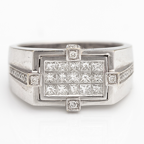 An 18k white gold ring with brilliant cut diamonds ca. 1.30 ct in total.
