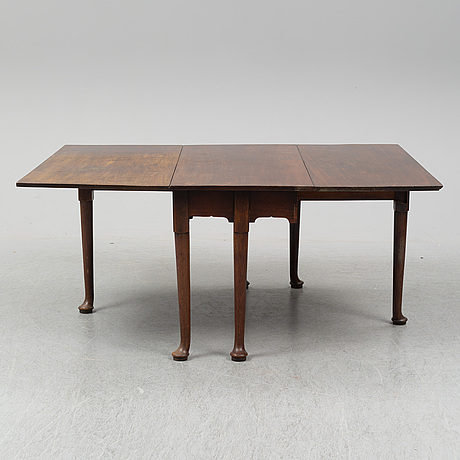 A two-piece mahogany gate leg table, 19th century.