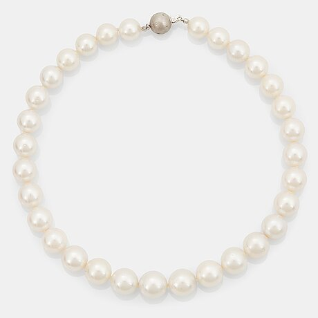 A south sea cultured pearl necklace.