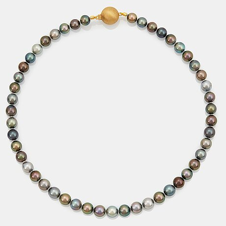 A tahitian cultured pearl necklace.