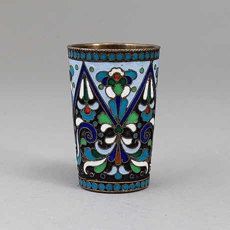 A silver and enamel vodka cup, moscow 1908-1917.