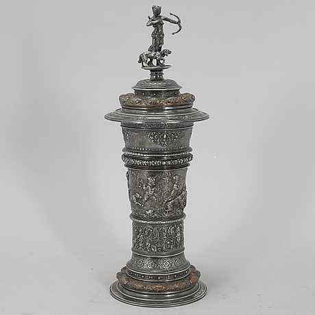 A silver plated cup with lid, wmfb (würtembergische metallwarenfabrik), late 19th century.
