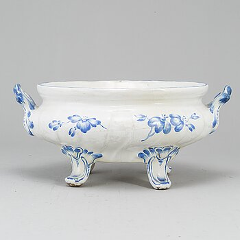 A Swedish Marieberg tureen, 18th Century.
