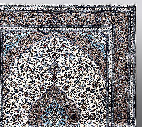 A carpet, kashan 404 x 298 cm.