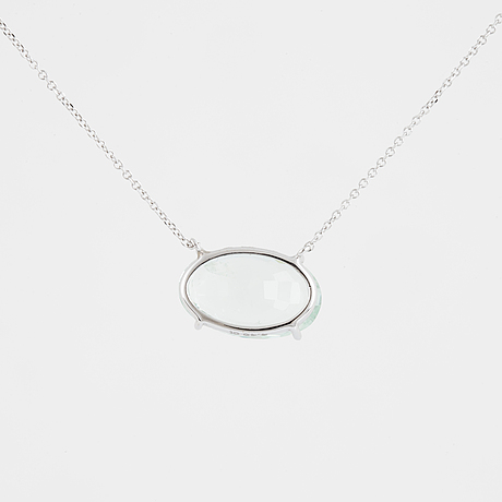 Oval faceted aquamarine necklace.
