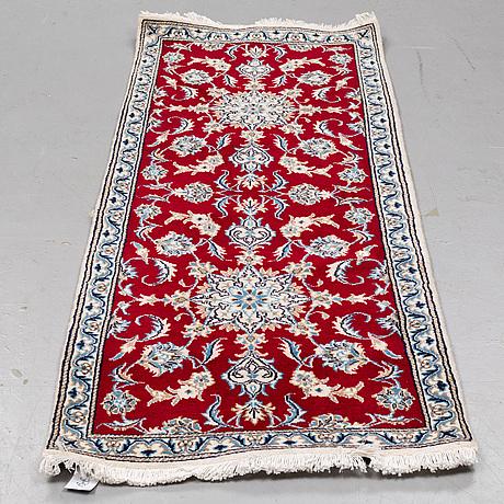 A rug, nain, ca 192 x 79 cm.