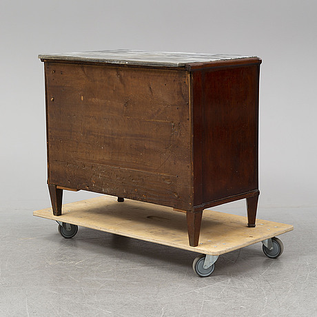 A first half of the 19th century chest of drawers.