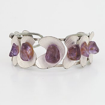 Silver and amethyst bangle.