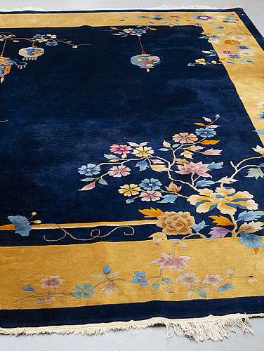 A carpet, china, ca 358,5-361,5 x 362 cm (as well as 2 cm flat weave at the ends).