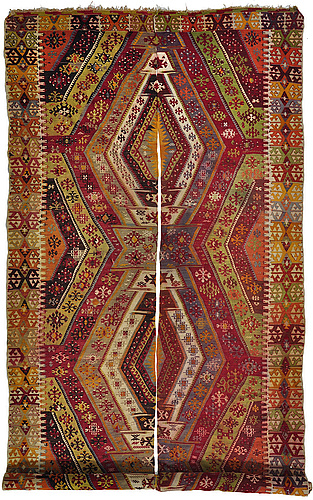 Matta, 2 snarlika våder, antik anatolisk kelim, ca 433 x 185 cm.
