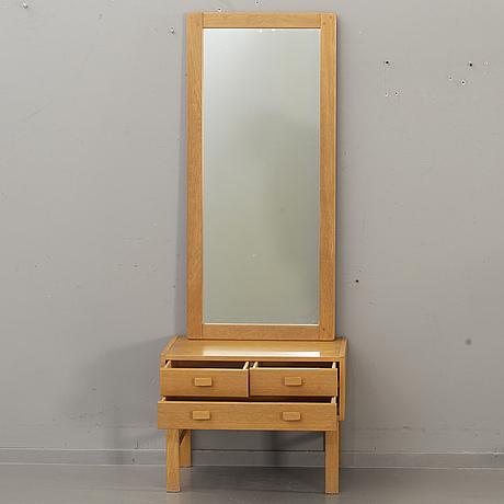 Hallspegel med byrÅ, fröseke, sverige 1900-talets andra hälft.