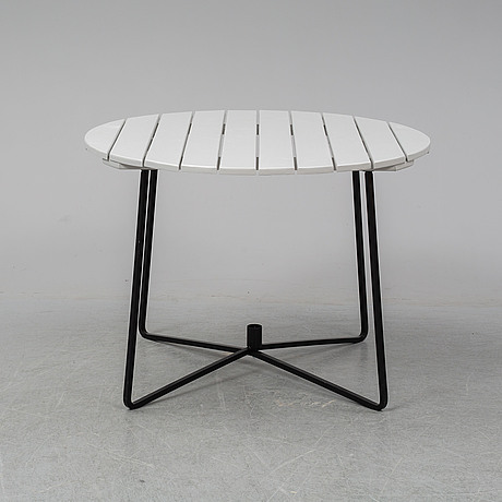 A grythyttan garden table and three chairs.