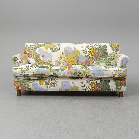Josef frank, a model 678 sofa, svenskt tenn.