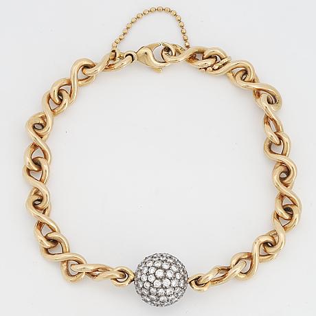 18k gold and brilliant-cut diamond braclet.