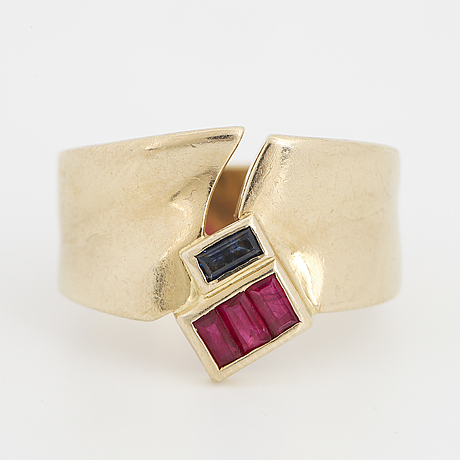 18k gold, ruby and sapphire ring.
