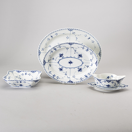 "A set of 59 pcs ""musselmalet"" royal copenhagen."