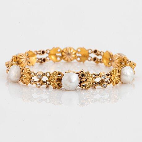 Armband 14k guld med pärlor, möjligen naturliga, samt gammalslipade diamanter totalvikt ca 0.50 ct.