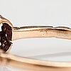 Sormus, 10-11k kultaa, synteettinen safiiri.