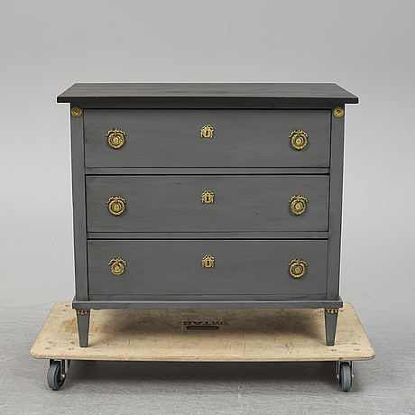 An early 20th century painted gustavian style chest of drawers.
