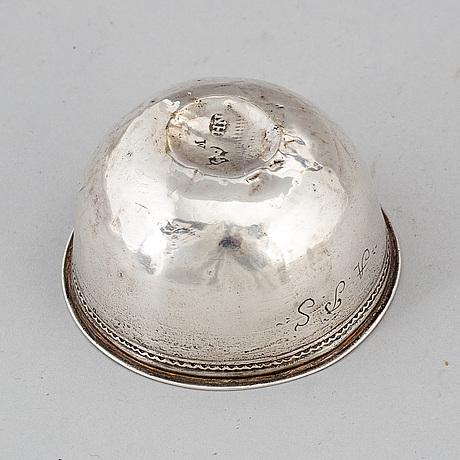 A swedish silver tumbler, mark of henrik nourin, norrköping 1747.