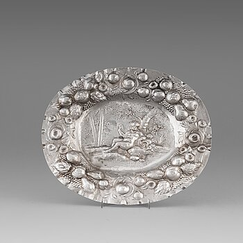 113. A Swedish late 17th century silver sweet-meat dish, mark of Henning Peteri, Nykoping 1695.