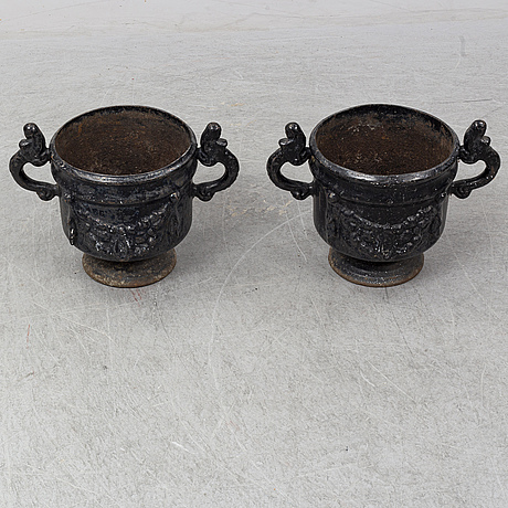 A pair of cast iron plant pots, stavsjö bruk.
