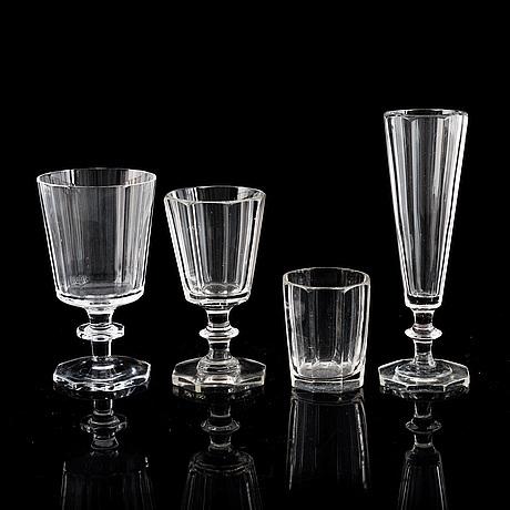 "Elis bergh, glasservis, 28 delar, ""karlberg"". kosta, 1900-talets andra hälft."