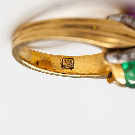 An 18k gold pendant and a ring with diamonds ca 0.15 ct and synthetic sapphires.