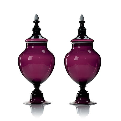 A pair of purple glass jars with covers, presumably norway, 19th century.
