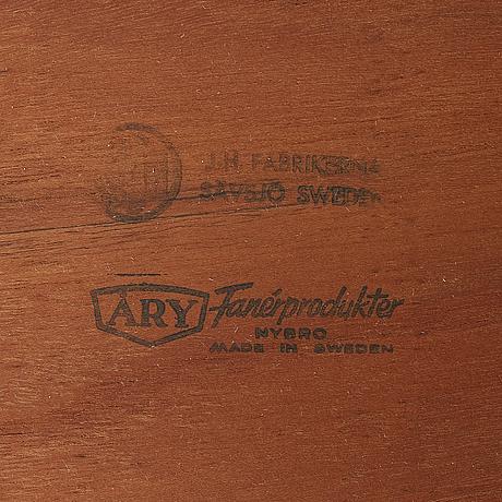 A drinks trolley from j-h fabrikerna, sävsjö, 1960-tal.två lösa, runda brickor fanerade med teak. märkta j-h fabrikerna.