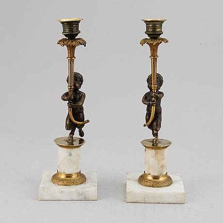 Ljusstakar, ett par, marmor och brons. sengustaviansk stil, omkring 1900.