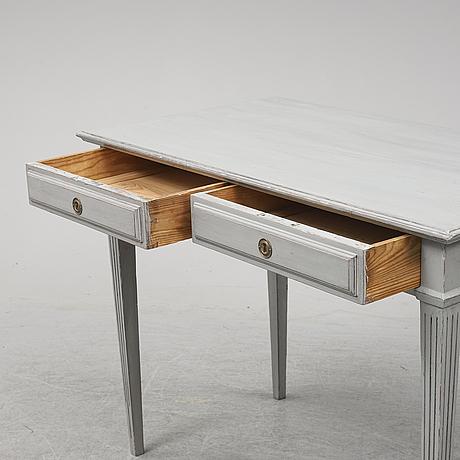 Skrivbord, gustaviansk stil, 1900-talets första hälft.