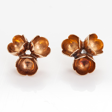 "Liisa vitali, a pair of 14k gold earrings ""kevät"". westerbcak, helsinki 1971."