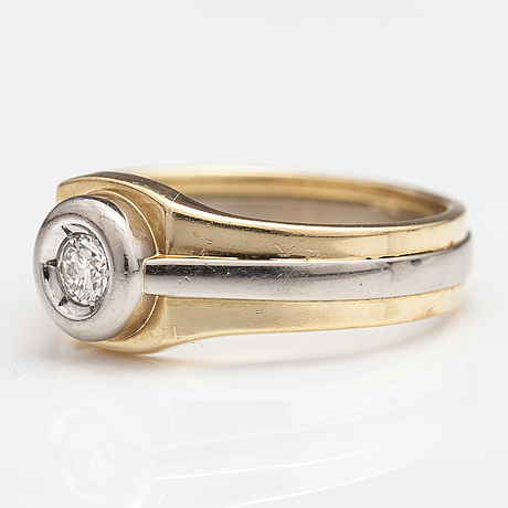 An 18k yellow and white gold ring with a ca. 0.22 ct diamond according to the engraving. a tillander, helsinki 1999.