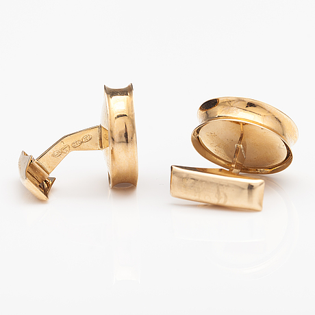 A pair of 14k gold cufflinks with spectrolites. einari ailio, jyväskylä 1975.