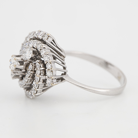 18k white gold, eight-cut and brilliant-cut diamond ring.