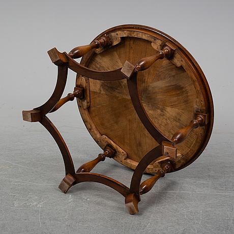Sven thoresen & torgny rollof, a mahogany coffee table, nordiska kompaniet, 1940.