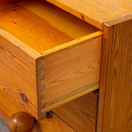 A pair of late 20th century pinewood bedside tables.