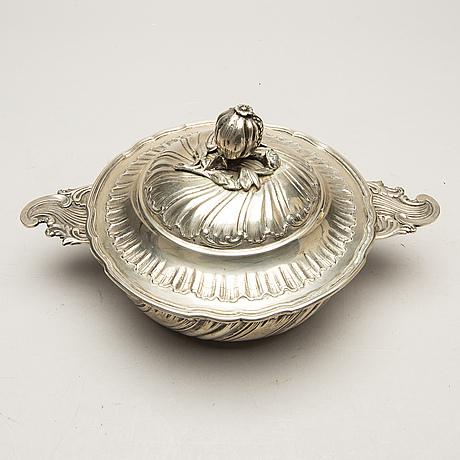 Karott med lock, silver, rokokostil, michelsen, köpenhamn,1895.
