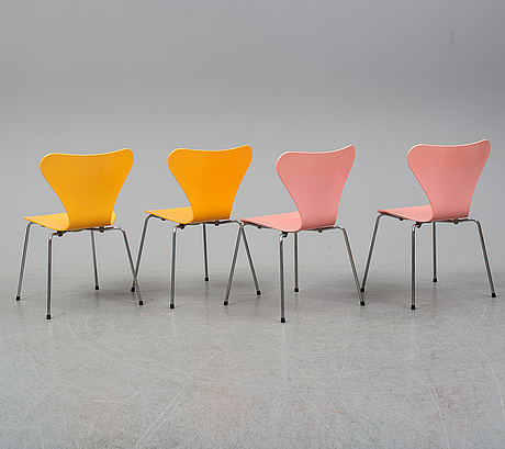 Four 'serie 7' chairs by arne jacobsen for fritz hansen, dated 1989.