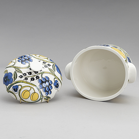 Birger kaipiainen, a lidded tureen and a serving dish of the 'paratiisi' series for arabia, finland.