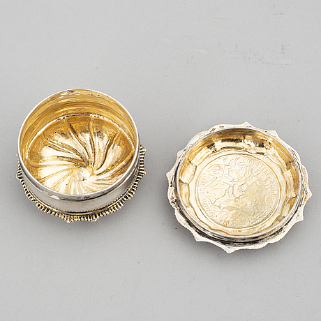 A swedish 18th century parcel-gilt silver snuff-box, remarked johan malmstedt, goteborg 1793.