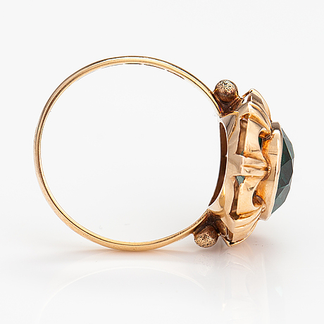 A 14k gold ring with a synthetic spinelle. björn styrman, helsinki 1963.