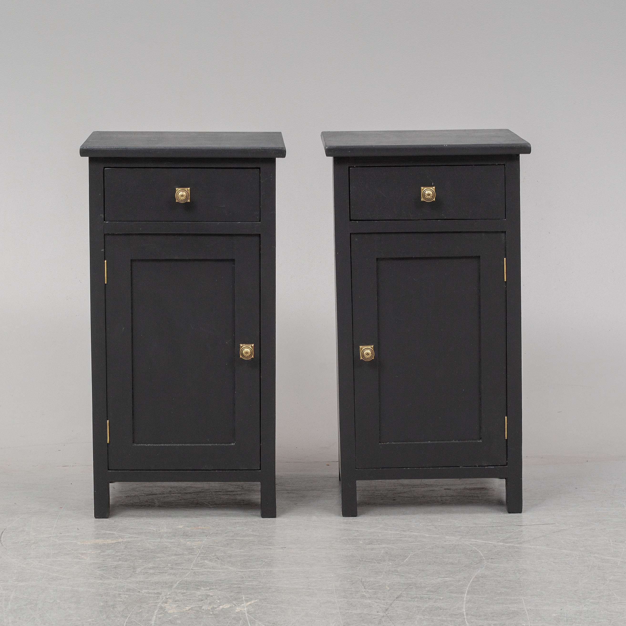 A Pair Of Painted Bedside Tables First Half Of The 20th Century Bukowskis