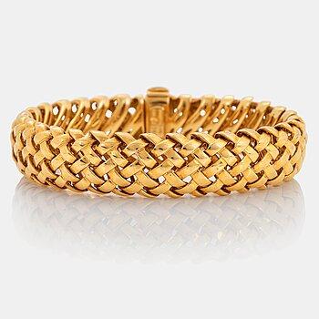 "882. An 18K gold Tiffany bracelet ""Vannerie""."
