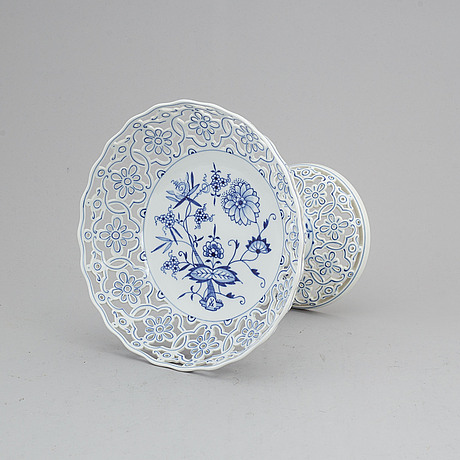 A meissen porcelain footed dish, 20th century.